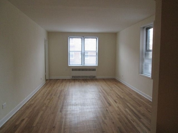 2 Bedrooms, Rego Park Rental in NYC for $2,385 - Photo 2