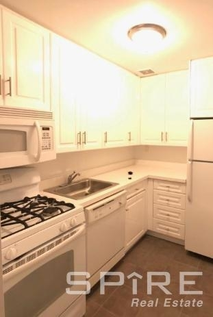 Studio, East Village Rental in NYC for $2,695 - Photo 1