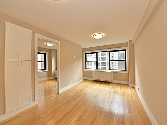 3 Bedrooms, Turtle Bay Rental in NYC for $5,695 - Photo 2