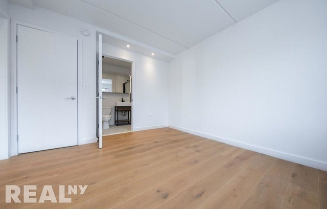 3 Bedrooms, Two Bridges Rental in NYC for $6,541 - Photo 2