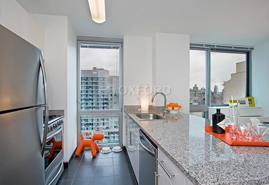 3 Bedrooms, Hell's Kitchen Rental in NYC for $5,630 - Photo 2