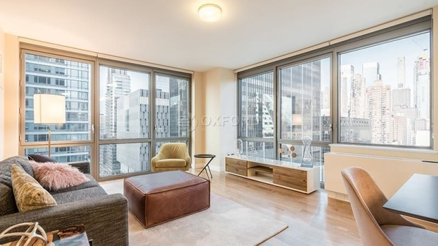 2 Bedrooms, Hell's Kitchen Rental in NYC for $3,920 - Photo 1