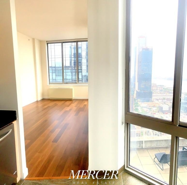 2 Bedrooms, Hell's Kitchen Rental in NYC for $5,250 - Photo 1