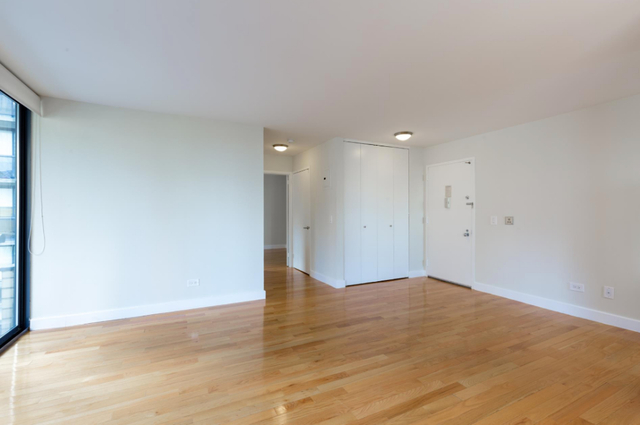 1 Bedroom, Theater District Rental in NYC for $4,295 - Photo 2