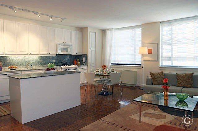 2 Bedrooms, Battery Park City Rental in NYC for $6,795 - Photo 2