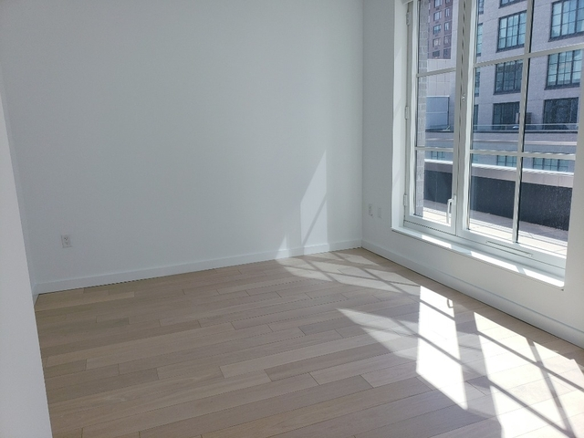 2 Bedrooms, Hell's Kitchen Rental in NYC for $7,290 - Photo 2