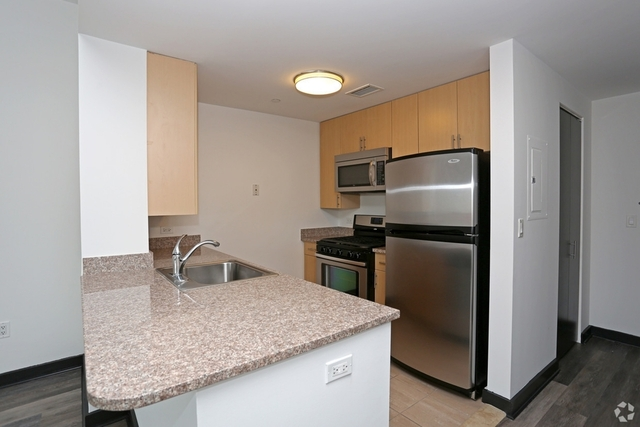 2 Bedrooms, Jamaica Rental in NYC for $2,550 - Photo 2