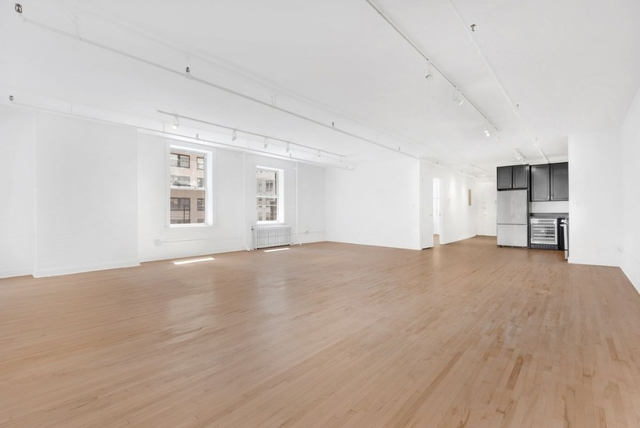 3 Bedrooms, Financial District Rental in NYC for $5,041 - Photo 2