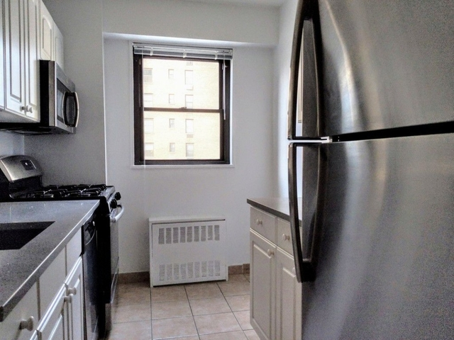 3 Bedrooms, Yorkville Rental in NYC for $6,350 - Photo 2