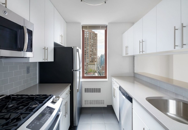 Studio, Theater District Rental in NYC for $3,400 - Photo 2