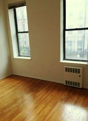 3 Bedrooms, Midtown East Rental in NYC for $3,300 - Photo 2