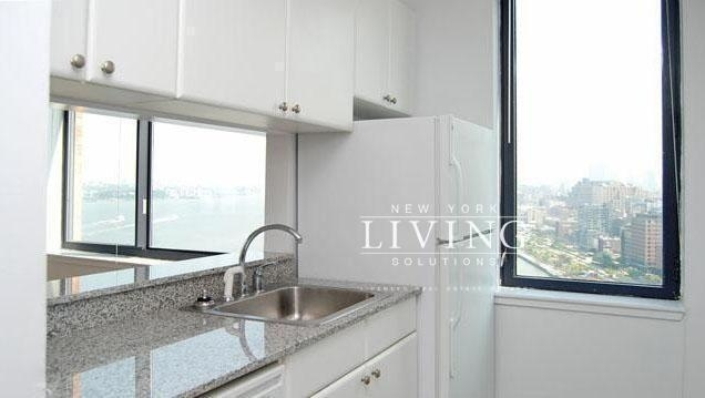 3 Bedrooms, Battery Park City Rental in NYC for $6,500 - Photo 2