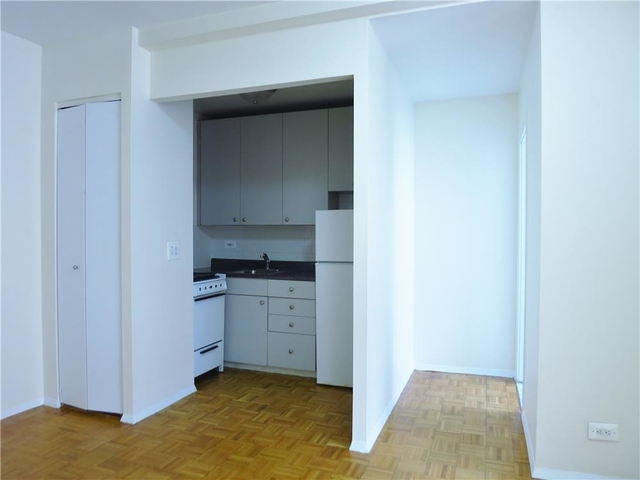 1 Bedroom, Upper East Side Rental in NYC for $2,075 - Photo 2
