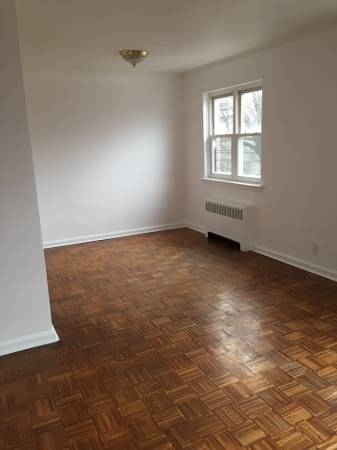 2 Bedrooms, Jackson Heights Rental in NYC for $2,300 - Photo 2