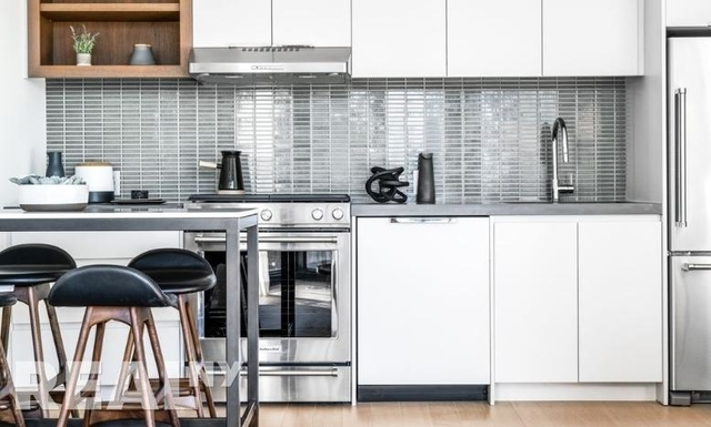 2 Bedrooms, Greenpoint Rental in NYC for $5,871 - Photo 2