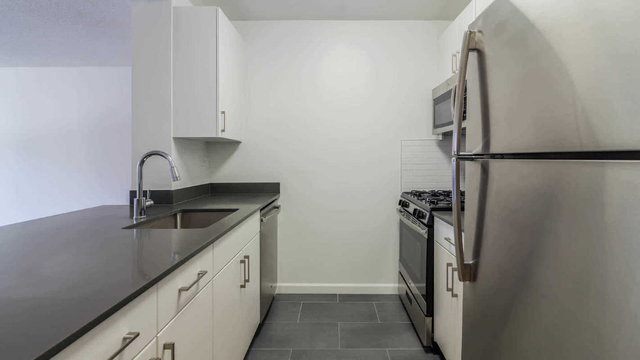 2 Bedrooms, Hell's Kitchen Rental in NYC for $5,277 - Photo 1
