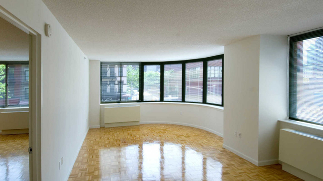 2 Bedrooms, Hell's Kitchen Rental in NYC for $5,277 - Photo 2