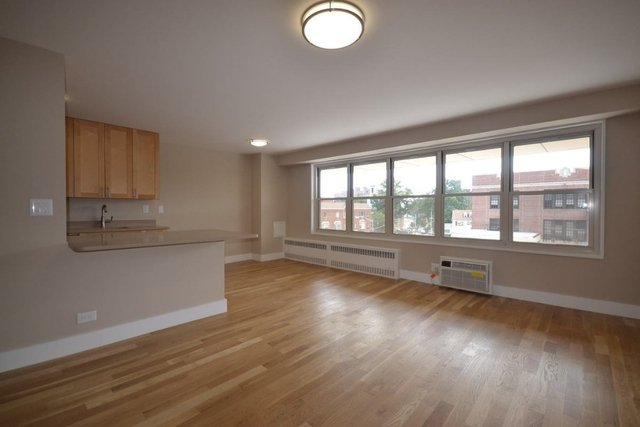 3 Bedrooms, Kew Gardens Rental in NYC for $3,250 - Photo 2