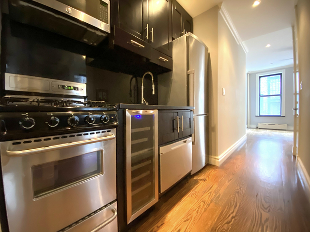 3 Bedrooms, Gramercy Park Rental in NYC for $4,440 - Photo 2