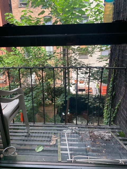 3 Bedrooms, Yorkville Rental in NYC for $2,900 - Photo 2