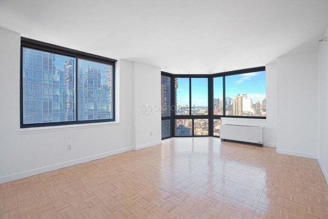 2 Bedrooms, Hell's Kitchen Rental in NYC for $5,471 - Photo 1