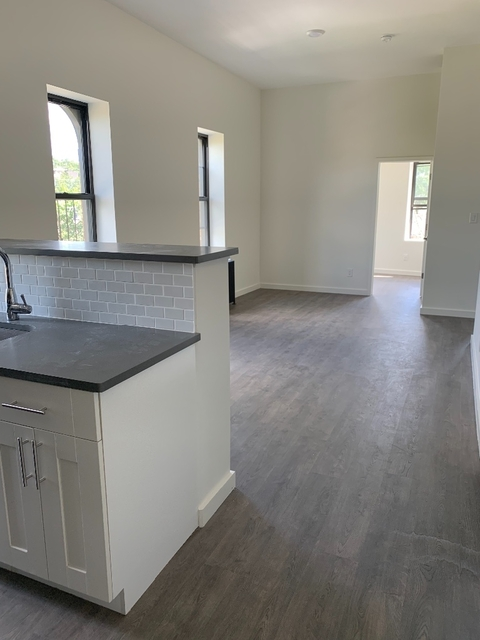 3 Bedrooms, Glendale Rental in NYC for $2,700 - Photo 2