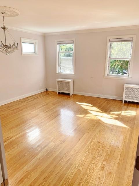 3 Bedrooms, Astoria Rental in NYC for $2,675 - Photo 2