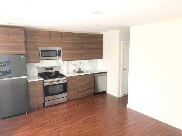 3 Bedrooms, Sunset Park Rental in NYC for $2,675 - Photo 2