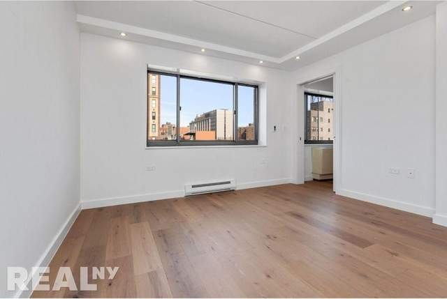 3 Bedrooms, Two Bridges Rental in NYC for $6,515 - Photo 2