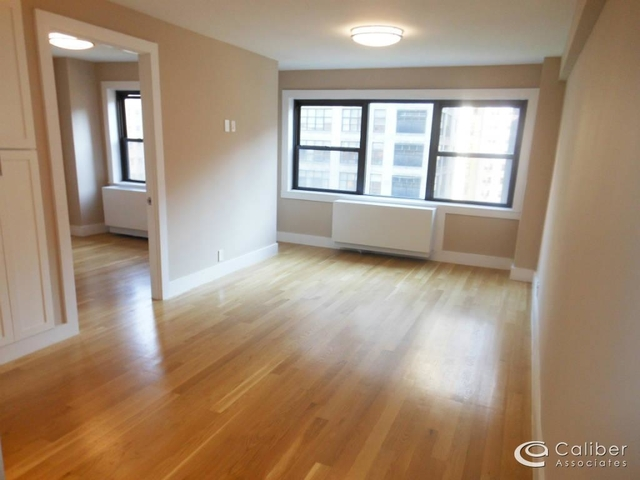 3 Bedrooms, Turtle Bay Rental in NYC for $6,500 - Photo 2