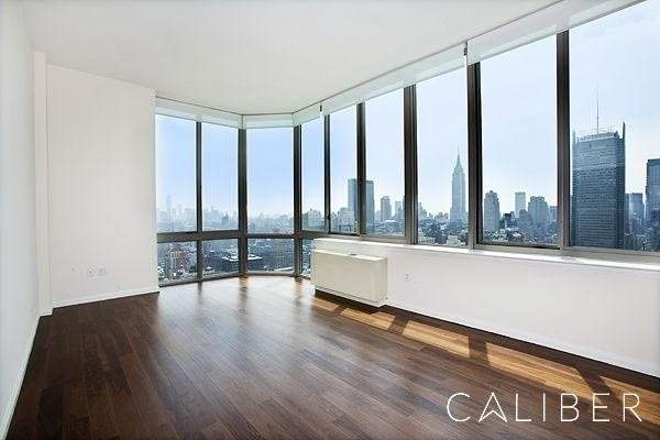 3 Bedrooms, Hell's Kitchen Rental in NYC for $5,900 - Photo 2