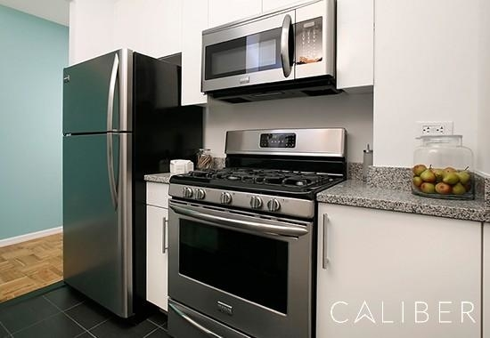 2 Bedrooms, Hell's Kitchen Rental in NYC for $4,304 - Photo 1