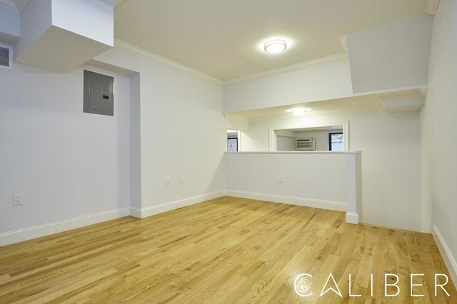 2 Bedrooms, Gramercy Park Rental in NYC for $6,775 - Photo 2
