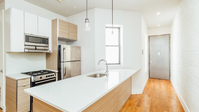 4 Bedrooms, Crown Heights Rental in NYC for $4,100 - Photo 2
