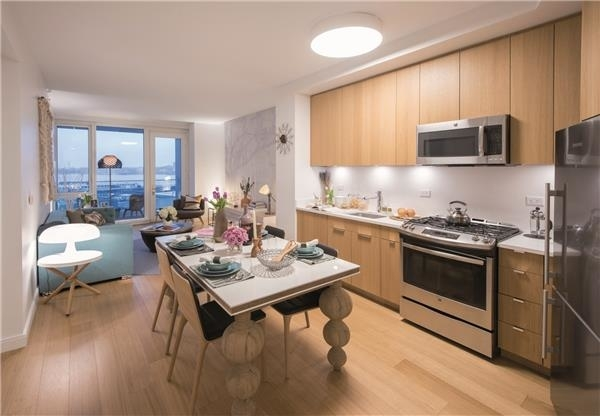 3 Bedrooms, Hell's Kitchen Rental in NYC for $6,395 - Photo 2