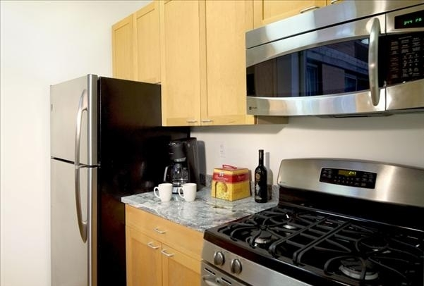 1 Bedroom, Hell's Kitchen Rental in NYC for $3,946 - Photo 2