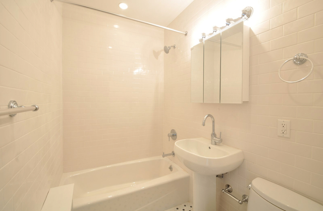 1 Bedroom, Kew Gardens Rental in NYC for $1,995 - Photo 2