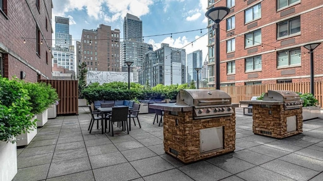 2 Bedrooms, Hell's Kitchen Rental in NYC for $5,445 - Photo 2