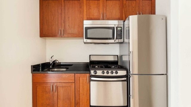 Studio, Lincoln Square Rental in NYC for $2,755 - Photo 2