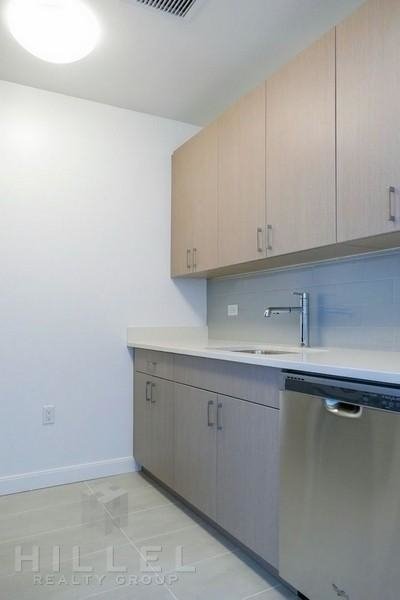 2 Bedrooms, Rego Park Rental in NYC for $3,580 - Photo 2
