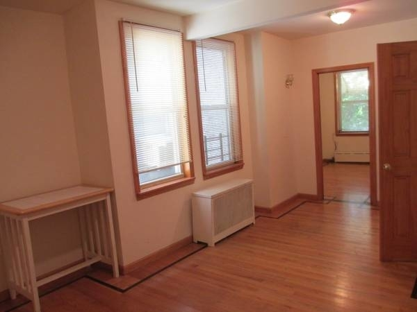 3 Bedrooms, Astoria Rental in NYC for $2,900 - Photo 2