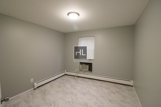3 Bedrooms, Steinway Rental in NYC for $3,100 - Photo 2