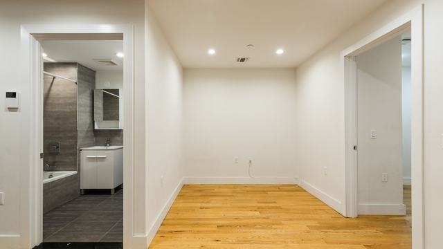 2 Bedrooms, Crown Heights Rental in NYC for $3,200 - Photo 2