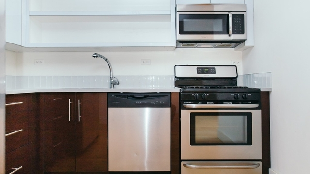 3 Bedrooms, Greenpoint Rental in NYC for $4,399 - Photo 2