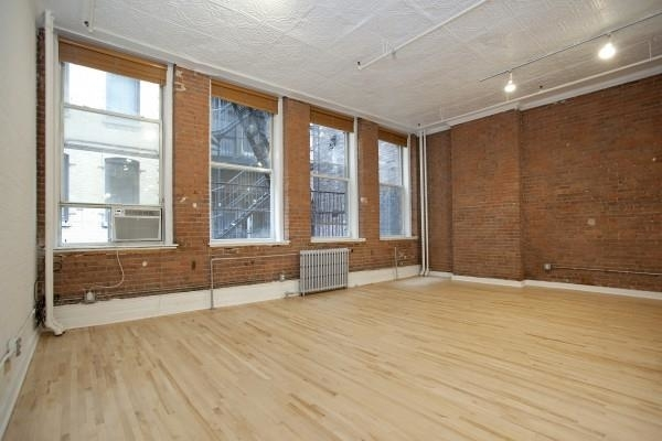 2 Bedrooms, Financial District Rental in NYC for $5,042 - Photo 2