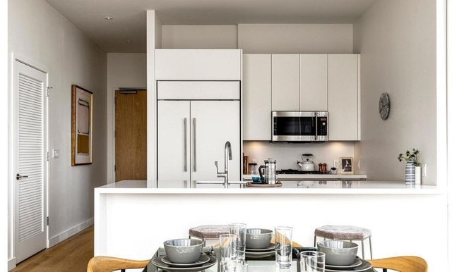 2 Bedrooms, Tribeca Rental in NYC for $6,989 - Photo 2