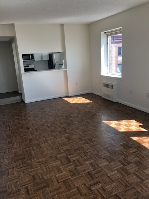 3 Bedrooms, Battery Park City Rental in NYC for $7,164 - Photo 2