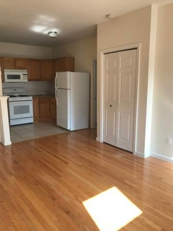 2 Bedrooms, Steinway Rental in NYC for $2,600 - Photo 2