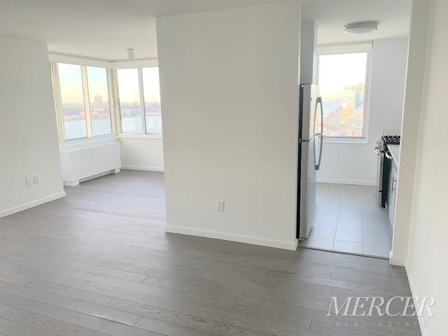 2 Bedrooms, Hell's Kitchen Rental in NYC for $5,495 - Photo 2