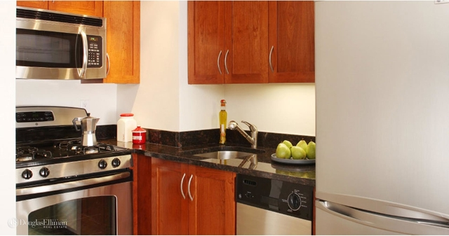 1 Bedroom, Lincoln Square Rental in NYC for $3,828 - Photo 2